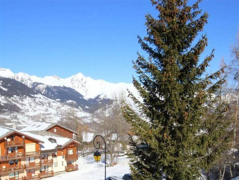 Main Photo of a 3 bedroom  Chalet for sale