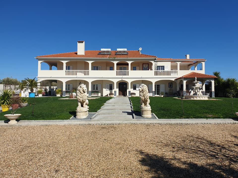 Main Photo of a 7 bedroom  Villa for sale