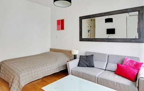 A beautiful furnished studio of 20 m2 of a living room / dining room very bright and calm (real double bed and sofa), 1 fully equipped kitchen, 1 bathroom and 1 toilet. In a quiet residence close to the universities of the minimes and the railway sta...