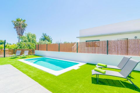 Fantastic house recently built in Playas de Muro, with capacity for 6 people and a well cared garden with private pool. To start the day on the right foot, what about a delicious breakfast at the terrace and a relaxing while at the sun on one of the ...