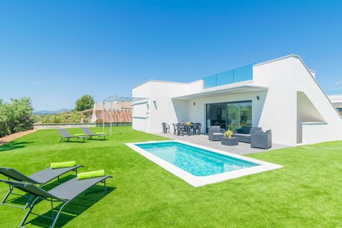 Modern and recently built house, located just 450 metres away from the beach and with private pool, welcomes 6 guests in Playas de Muro What do you think about enjoying a beach vacation with access to a private pool at the same time? In this house th...