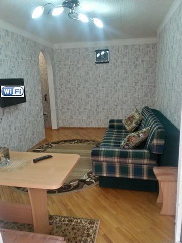 Сдам для отдыха в Кисловодске 2-комнатную квартиру. Район санатория «Виктория», ул.К.Цеткин,26. Расположена на 2 этаже 5-эт.кирпичного дома. Квартира «под ключ»: 4 спальных места, бытовая техника (ТВ с кабельными каналами, СВЧ-печь, холодильник, стир...