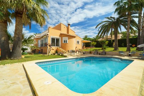 Welcome to this beautiful house in the quiet and family residential of El Tosalet, in Xàbia, with a wonderful garden and pool, offering accommodation to 6 people. The exterior area is wonderful. There is a large green lawn surrounding the house and t...