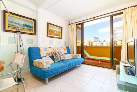 Bonito y acogedor apartamento a solamente 290 m de la Playa del Arenal, en Xàbia, ideal para 4-6 huéspedes. Muy amplio, cuidado y con una combinación de colores cálidos, blancos y azules, este apartamento desprende paz y se convierte en el lugar perf...