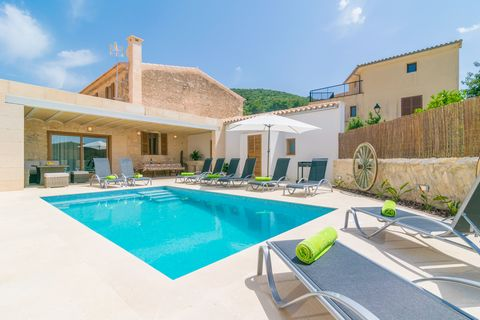 Beautiful house with private pool in the wonderful and genuine village of Randa, with capacity for 10 people. This wonderful town house offers a fantastic terrace where you find an amazing chlorine pool sizing 6 x 4 metres and a depth ranging from 0....