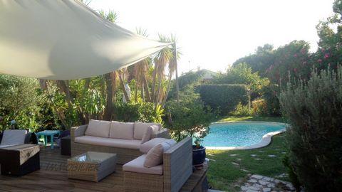 66560 ORTAFFA - VENTE magnifique villa en position dominante offrant calme, vues et tranquilité !!! Confortablement lovée sur son parc avec piscine de 2 500m2 arboré et boisé, à l'abri des regards. 125 m2 habitables de plain pied bordé de 100 m2 de t...