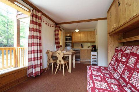 La résidence Les Alpages**** se trouve à Val Cenis Lanslebourg dans la vallée de la Maurienne en Savoie. Elle est idéalement située à 50 mètres des pistes, à 200 mètres de l'ESF et à 800 mètres des commerces. Cette résidence vous propose des vacances...