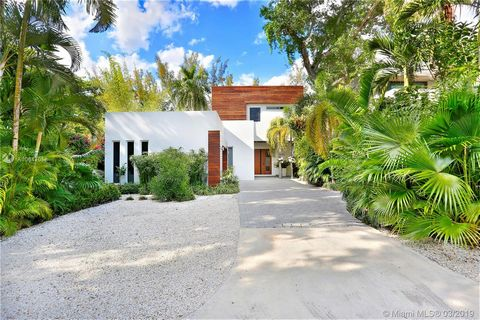 Spectacular Tropical Modern home on a quiet South Grove street. Walls of glass & soaring ceilings create light-filled open living spaces overlooking serene pool & terrace. Formal living & dining spaces & European style kitchen that features quartz co...