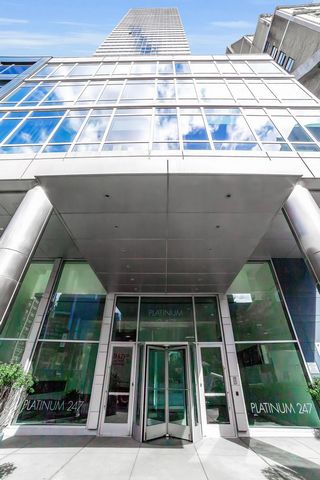 04 Line is the corner one bedroom, one and a half bath home. The home on 25th floor offers sunny, southeast exposures, and floor-to-ceiling windows through that you will enjoy picture perfect city views. The formal entry foyer leads to a large, open ...