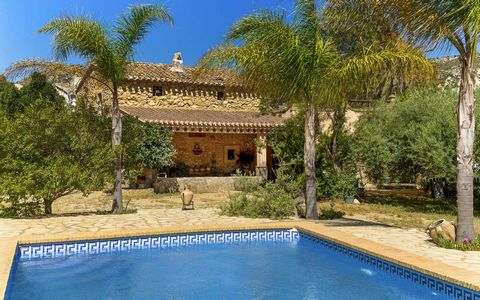 This wonderfully quirky property in La Herreria consists of two lovely houses in an easy to maintain garden with private pool. The houses are a renovated rustic house attached to a fabulous Andalusian cortijo in its original state. There is an abunda...
