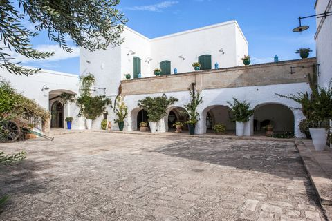 For a luxurious and relaxing holiday look no further and book your stay at this holiday home in Massafra. This home can accommodate multiple families and features a large swimming pool. Relax in the cool water and enjoy the Italian sun. Massafra is l...