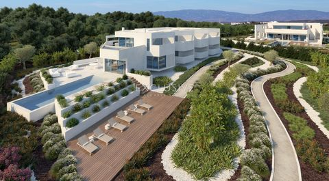 Fantasticplot with sea view located in a prestigious area, withan approved project for the construction of an elegant T8 villa in a contemporary style with two swimming pools that will benefit on one side of a sea view from the ground floor, on the...