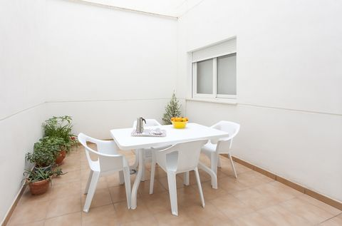 Comfortable apartment in Playa de Gandia. It has 70 m2 and capacity for 6 people. The apartment with AC warm/cold has 2 bedrooms: one with a double bed and one with two single beds. There is a sofa-bed for two extra people if necessary. There is a sh...