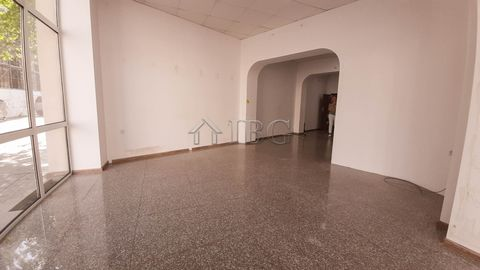 Ruse. Office / shop for rent near the Historical Museum in Ruse IBG Real Estates is pleased to offer this very spacious office or a shop for rent in the centre of Ruse city. The premise is on the ground floor with independent access and with free par...