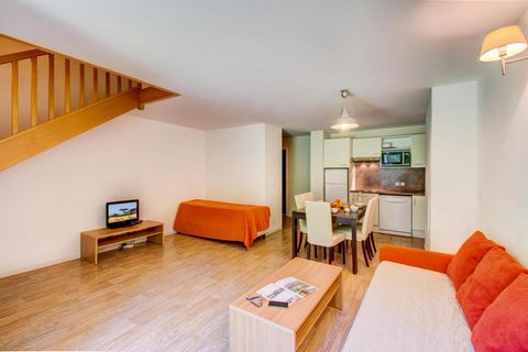 The residence Les Balcons d'Aix comprises of 84 apartments which are fully furnished and fully equipped for comfort. The residence is situated about 300m from the pistes and the shops. The beginners pistes are close to the residence (only 50m). La Fe...
