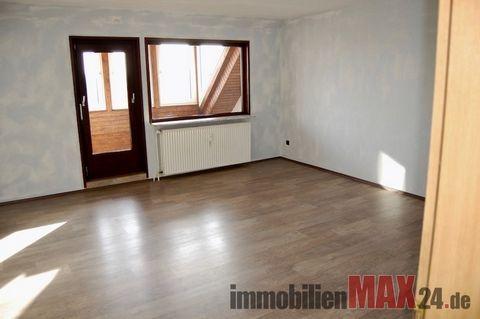 Diese helle 5-Zimmer-Maisonette-Wohnung verfügt über eine Wohnfläche von ca. 110 m². Sie befindet sich im dritten Obergeschoss eines Mehrfamilienhauses. Im oberen Teil der Wohnung befinden sich 2 weitere Schlafzimmer und ein Badezimmer. Die Wohnung v...