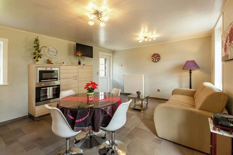 Consists of living room with built-in kitchen, dishwasher, fridge, freezer, oven and microwave and kookpaat.The seat in the seating area is a sofa bed. The bedroom has a double bed, a bathroom with toilets, adjacent to the sink there is a hairdryer. ...