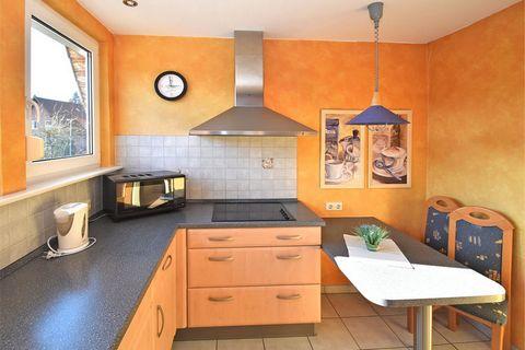 Die gemütliche Ferienwohnung befindet sich in einem gepflegten Haus am Waldrand in Merlsheim im Teutoburger Wald. Die Wohnung verfügt über eine komfortable Ausstattung, hat eine schönen Balkon und ist fast