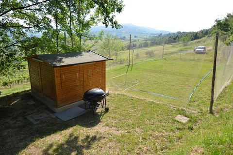 This 2-bedroom holiday home with a shared garden is situated in Monte Colombo on a farm. It is suitable for small groups or families. There is a shared swimming pool to unwind. From here, you can easily reach the war museum Chiesa della pace - Museo ...