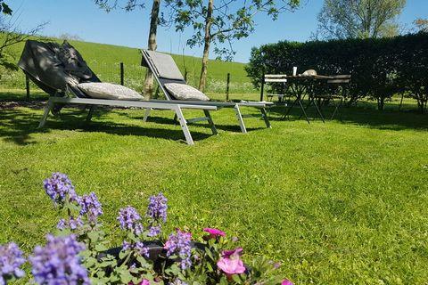 Dit gezellige vakantiehuis ligt in de polder tussen Brouwershaven en Zonnemaire, direct aan de Grevelingen met een strandje op 50 m afstand. Het huis is geschikt voor 6 personen en beschikt over 3 slaapkamers. Je kunt gebruikmaken van alle faciliteit...