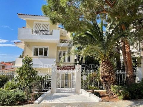Property code: 28723 - Attica - South Suburbs of Voula FOR RENT maisonette of total area 270 sq.m. 2 levels. It consists of 4 bedrooms, living room, kitchen, 2 bathrooms and WC. It was built in 1999 with energy class B + and has underfloor heating, a...