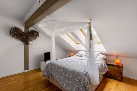 Stay in this attractive apartment that includes parking. Geesthacht is ideal for making cycling and hiking tours and the property is excellent for a family holiday. The Elbe river is just 100 m from the property and you can have a nice picnic along t...
