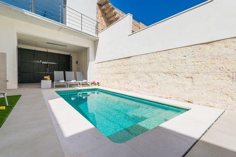 Bienvenidos a esta maravillosa casa de pueblo para 6 personas, con piscina privada, en Sa Pobla. En la terraza de esta bonita casa de dos plantas seguro van a pasar muy buenos momentos. Desde luego la terraza en sí es un lugar increíble para disfruta...