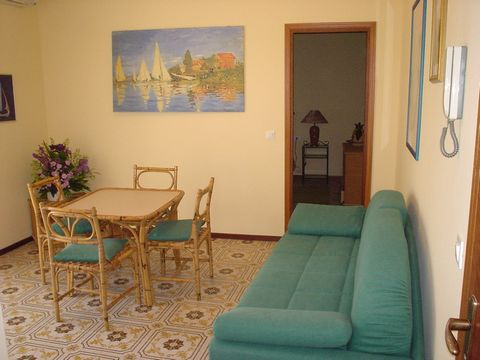 The apartment in Lignano Pineta has 1 bedroom (s) and is suitable for families and groups up to 4 people. Your acommodation is located in a lively area and in the center. It is located 200 m from the sand beach, 3 km from the golf course, 100 m from ...