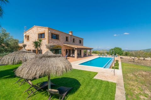 This majestic villa, with private pool, at about 3 km from Manacor, offers accommodation to 10 guests. The views over the fields and the mountains are the main ally to enjoy the exteriors of this villa. You can swim at the private infinity chlorine p...