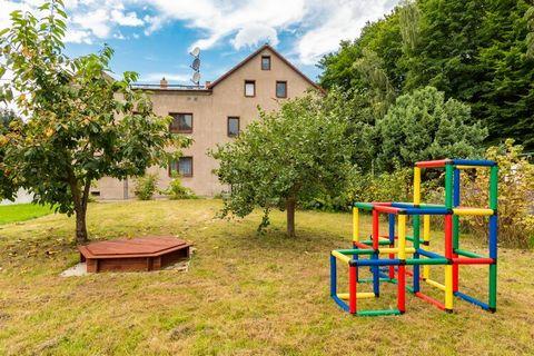 Diese hell und modern eingerichtete Erdgeschosswohnung liegt in Sebnitz, einer Gemeinde am Rande des Naturparks Sächsische Schweiz. Zur Wohnung gehört eine eigene Terrasse und ein gemeinschaftlicher Garten lädt zum Grillen ein. Hier können Kinder nac...