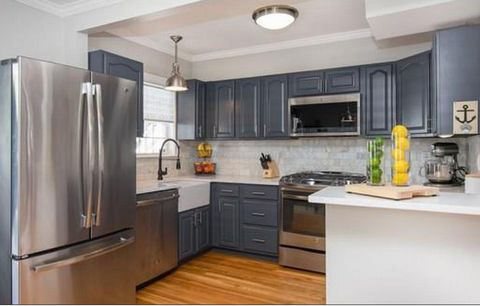 tunning newly renovated 2 bed / 1.5 bath bi-level condo in the heart of Jeffries Point! Nestled on quiet tree lined Everett Street, this home offers the best of city living with a tranquil suburb feel. The open concept main level flows perfectly from...