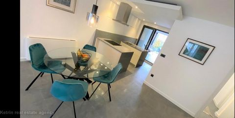 Split / Dragovode One bedroom apartment with a total area of 90 m2 is located on the ground floor of a newer residential building. It consists of one bedroom, living room, kitchen with dining area, bathroom, toilet and balcony. Beautiful cultivated...