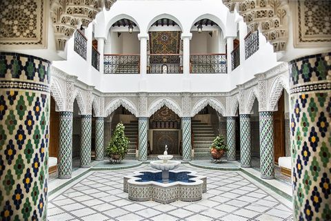 Facing the bay of Tangier in a quiet trendy neighborhood just a few minutes from the bustling city centre and the newly-redesigned corniche, Villa Liza is a fascinating and authentic modern riad-style property. Shared over 1090 sq.m, the property fea...