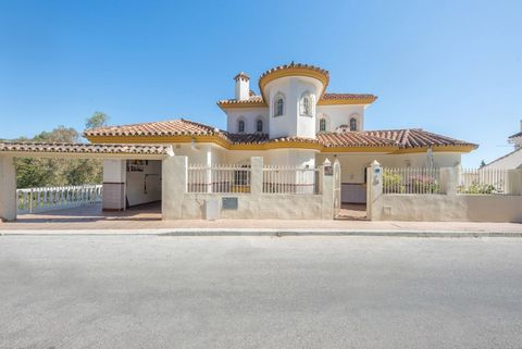 PRICE REDUCED from € 699,000! This is a lovely large detached villa and is located in a quiet street just a few minutes' walk to the shops and amenities of Las Lagunas in Mijas Costa. It consists of two completely separate living spaces which each ha...