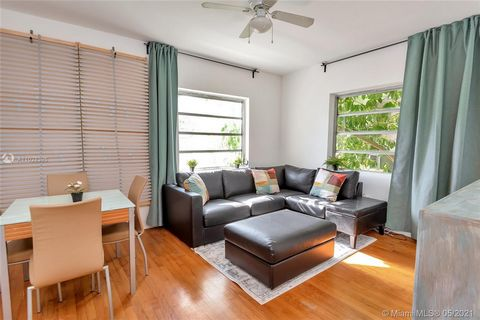 Renovated Pied-A-Terre Junior 1 Bed/ 1 Bath, Corner, Furnished ( optional) Unit Located on Second Floor at Beautiful Art Deco Building. New Modern Kitchen with Beautiful White Cabinets and Granite Counter Tops, New Appliances. Gas Stove. Remodeled Ba...