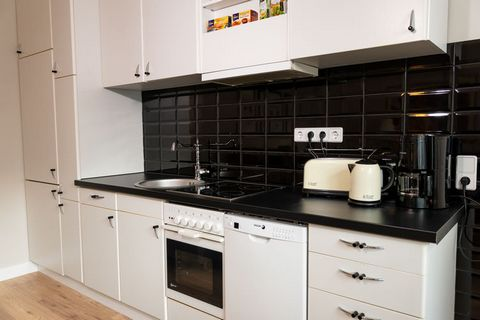 This cosy apartment is located in Wannsee. Ideal for a couple, it has 1 bedroom and can accommodate 2 guests. This apartment is near the lake and has a terrace for you to relax with a glass of wine. The apartment is only 200 m from the forest. The su...