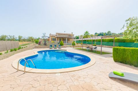 Wonderful stone house in Lloret de Vistalegre with salted pool and tennis court, ideal for 6 guests in search of a nice vacation in the countryside. The amazing exterior areas feature everything our guests can imagine for an entertained stay. The gre...