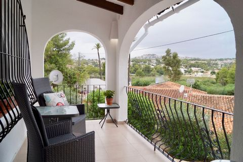 A 3 bedroom apartment in Moraira, with beautiful open views and less then 5 min drive to the beach. These ground floor and first floor apartments are very tastefully modernised in 2017 and are located very close to all amenities in Moraira, Paichi. T...