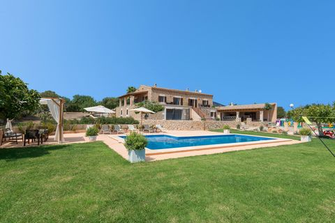 Wonderful villa for 6 guests, with private pool, on the outskirts of Sant Llorenç des Cardassar. The beautiful exteriors include a large lawn area that surrounds the private chlorine pool, 11 x 4 m and 0.5 to 1.6 m depth. Next to it, there are 6 sun ...
