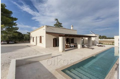 Amazing 4 bedrooms villa in Puglia, just restored with pool and private garden. The property is accessed through a long drive leading up to the villa perfectly centered inside its plot of land. The villa boasts stunning vaulted celings brought back t...