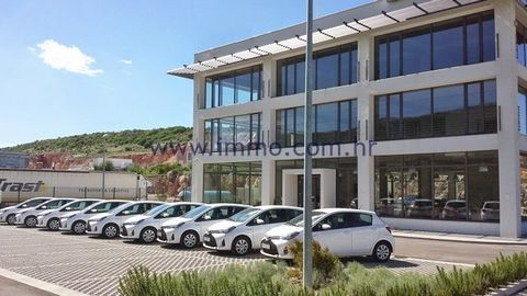 A business premises of 600 sq.m. for rent in Dugopolje, located on the second floor of a building. It is in a shell construction phase and can be accessed by two staircases and an elevator (for 16 persons). It could be used for different purposes suc...