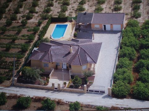 Magnificent villa close to Orihuela city. In this villa of 240 m2 const. You can enjoy the tranquility, surrounded by nature. The exterior is perfect for relaxing by the pool or a stroll through the garden (easy to maintain and with irrigation), a ga...