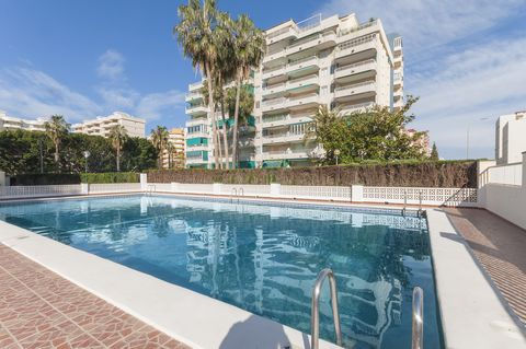 This nice apartment, in a quiet zone of Playa de Gandia, welcomes 6 people. The apartment complex features a communal, 17 m x 8 m chlorine pool with a depth ranging from 0.9 m to 2 m, a 500 m2 garden, a tennis court (please bring your own racquets) a...