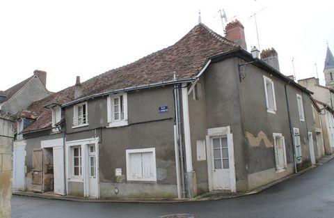 Maison d'habitation de 99m² proche du centre ville comprenant : en rez de chaussée: Une cuisine/séjour de 24,5 m², une pièce en travaux, deux dégagem
