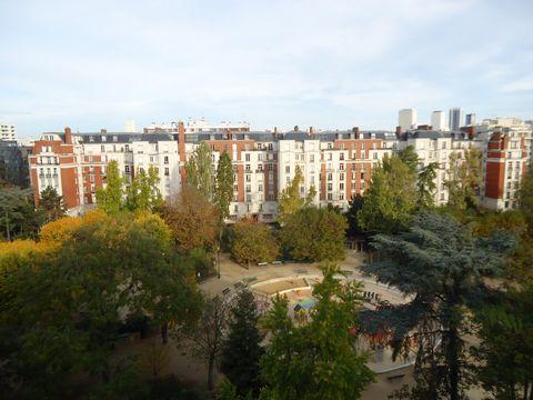 NATION / COURS DE VINCENNES, rue de lagny, au 8ème étage avec ascenseur d'un bel immeuble ancien, un appartement 2 pièces de 37,28m2 carrez et 47,06m2