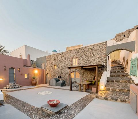 This property, located in Pyrgos, used to be a winery in the 19th century and it was restored in 2018. Today is a complex of three apartaments which offer marvellous views, thanks to its great location, on the cliffs. The property is an ideal option ...