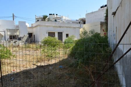 Ierapetra Plot of land in Ierapetra of 200m2 with the ability to build up to 500m2. The property has easy access and street parking. All services such as water and electricity are nearby.