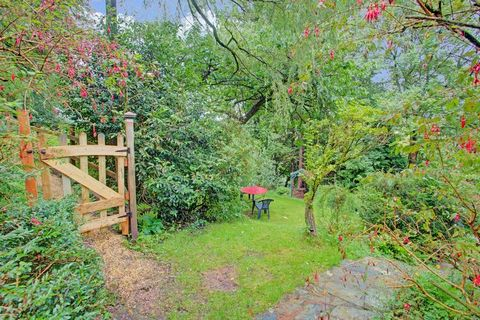 A large shepherds hut with all modern facilities in fabulous countryside on the edge of the Exmoor National Park in West Somerset. Highly accessible, only 20 minutes from J25 of the M5, it is very near many, many locations and attractions. The sea on...