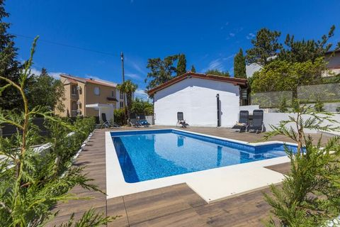 This comfortable apartment with pool and covered private terrace is located in Dramalj. Ideal for a small group, guests can take a dip in the shared swimming pool and access free WiFi at this property. You can walk down to the beach, 380 m away, wher...