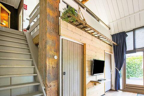 Deze charmante boerderij ligt in Egmond aan den Hoef, in Noord-Holland. Er zijn 4 slaapkamers waar 8 mensen kunnen overnachten, ideaal dus voor een familievakantie. Bovendien is het toegestaan om 3 huisdieren mee te nemen. Het huis heeft een sauna zo...